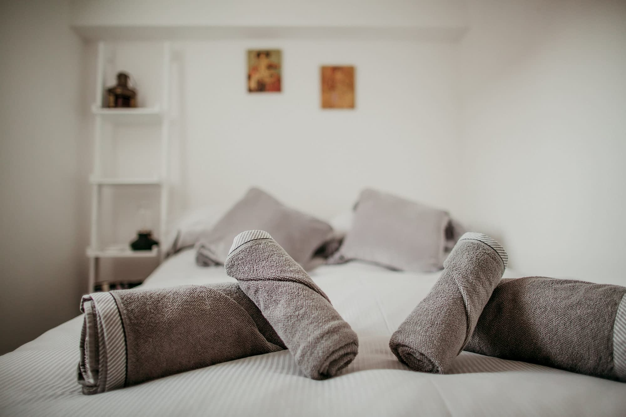 Super comfy king-size bed - The Scaffie - Holiday Cottages Noss Mayo