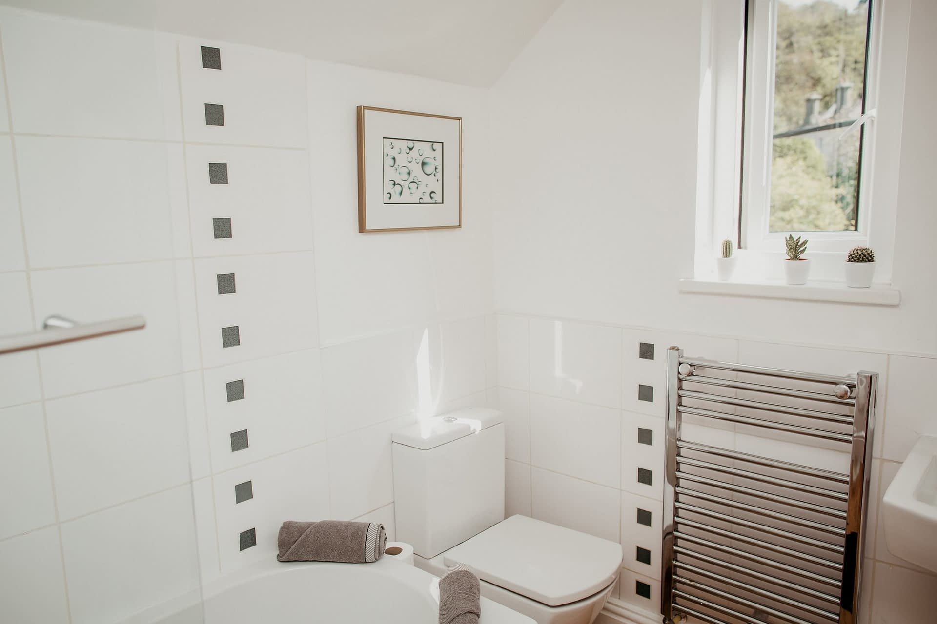 Family Bathroom on 2nd Floor - Holiday Cottages Noss Mayo