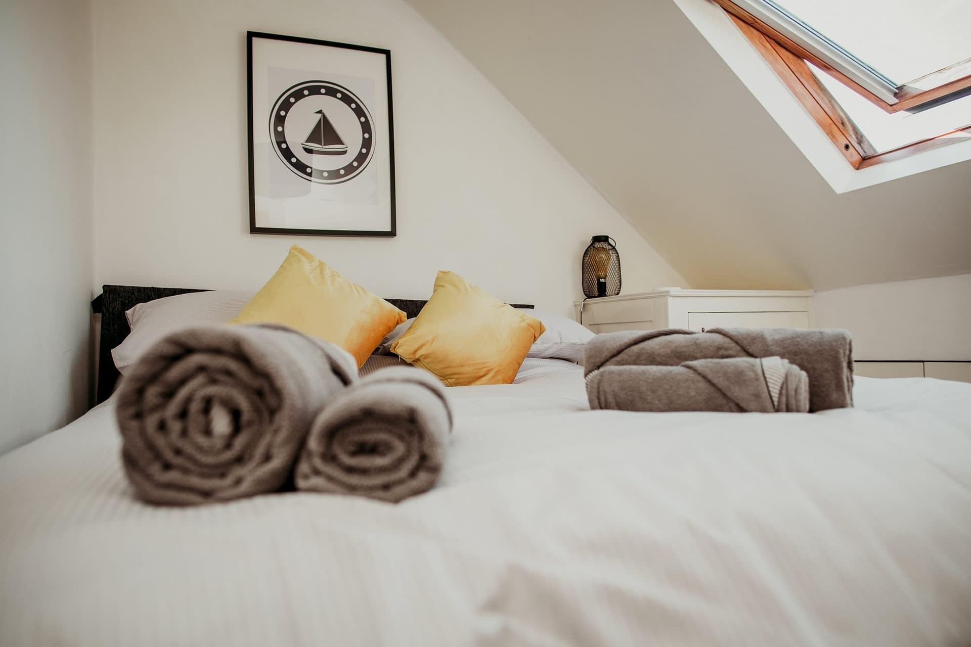 Bed linen and towels provided - The Lugger - Holiday Cottages Noss Mayo